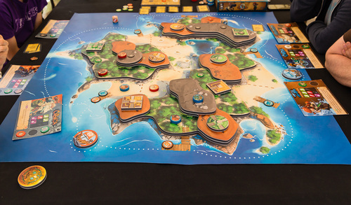 The multi-level board - courtesy of BGG user Eric Kouris (styren)